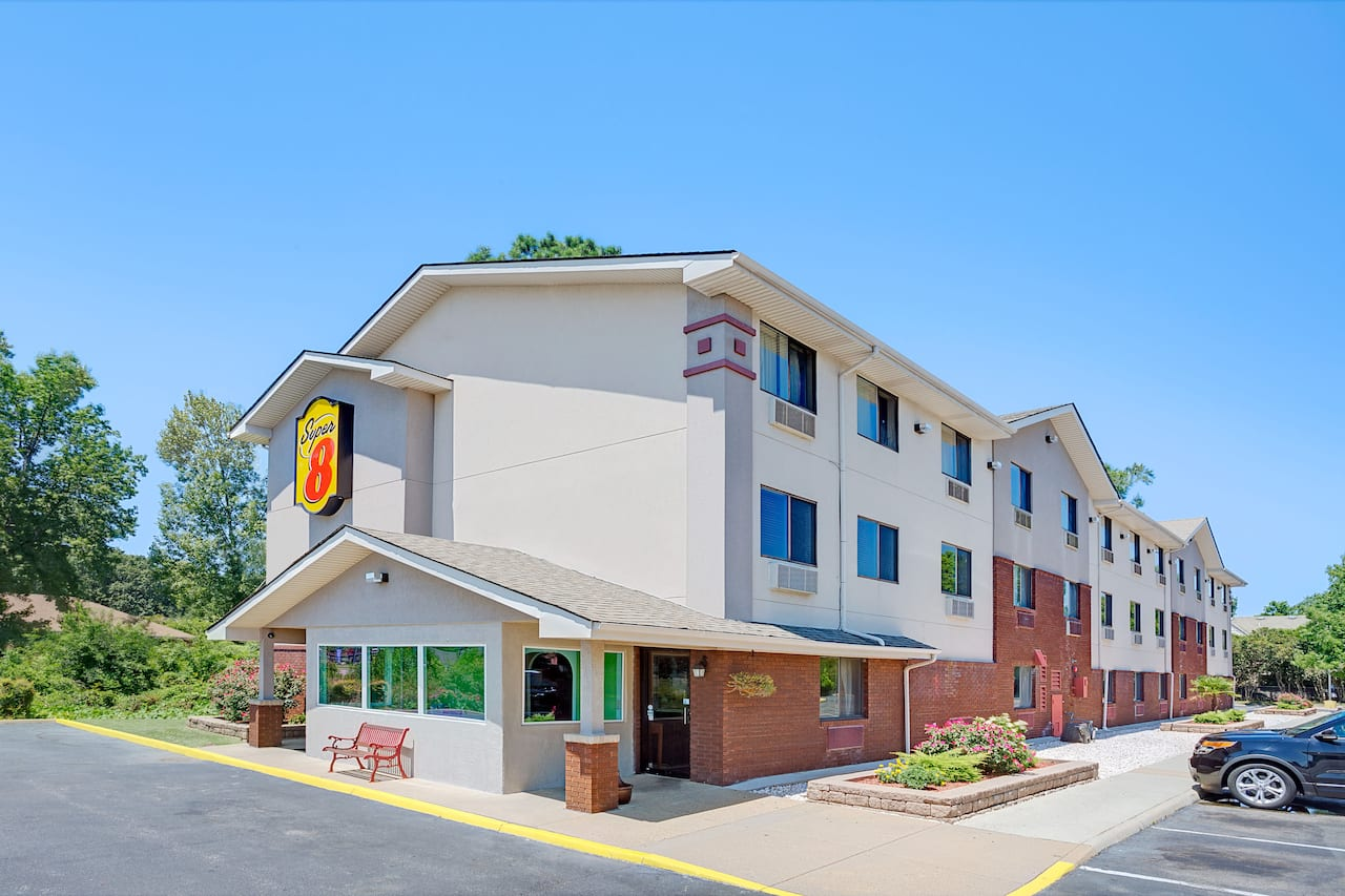 Super 8 by Wyndham Chesapeake/Portsmouth in  Virginia Beach,  Virginia