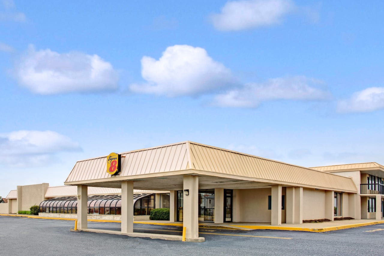 Super 8 by Wyndham Norfolk/Chesapeake Bay in  Virginia Beach,  Virginia