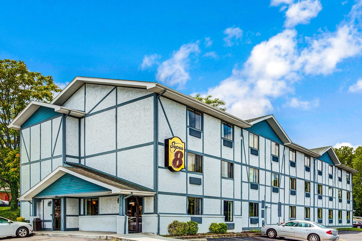 Exterior Of Super 8 Suffolk Tidewater Hotel In Virginia