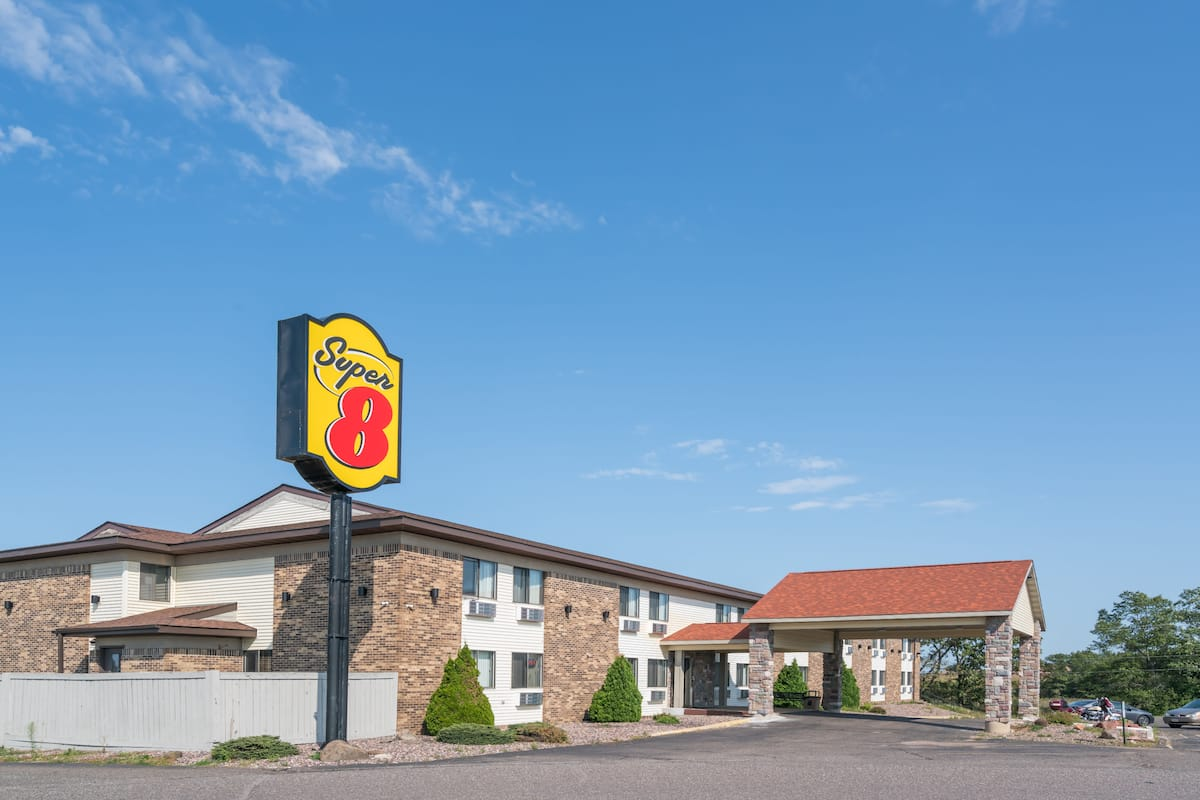 Exterior Of Super 8 Rice Lake Hotel In Wisconsin
