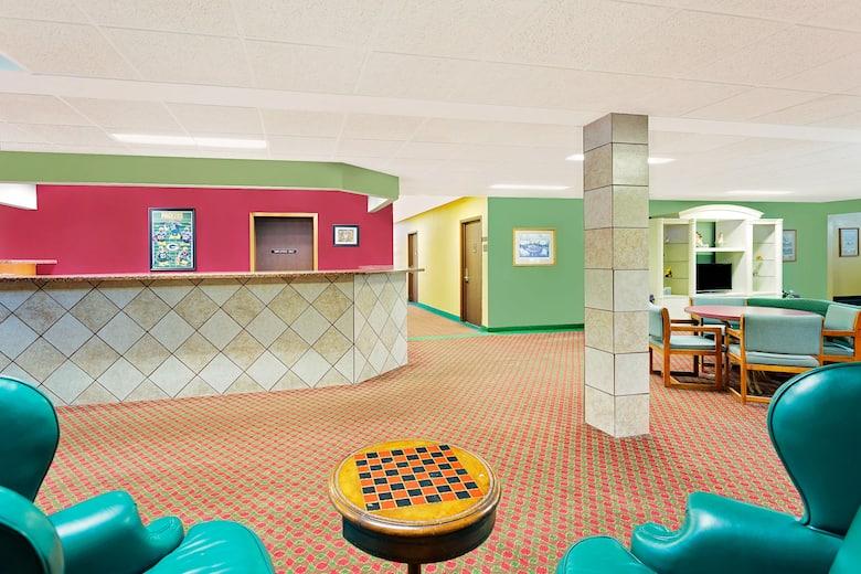 Super 8 Sturgeon Bay Hotel Lobby In Wisconsin
