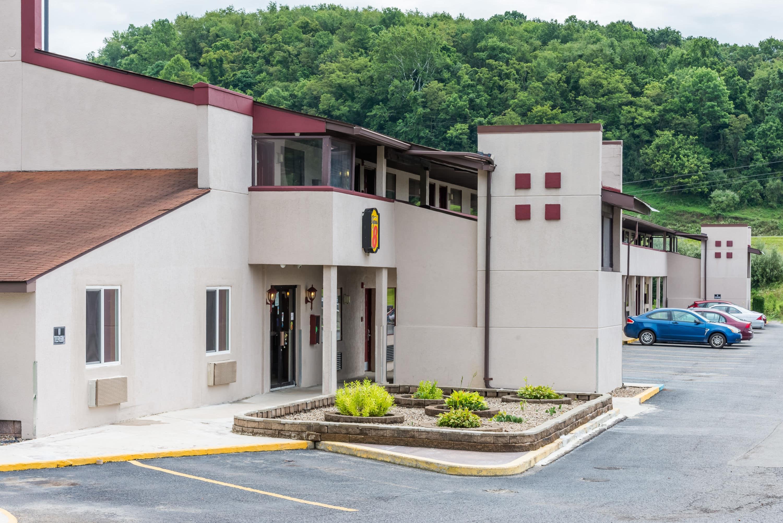 Super 8 By Wyndham Bridgeportclarksburg Area Bridgeport Wv Hotels