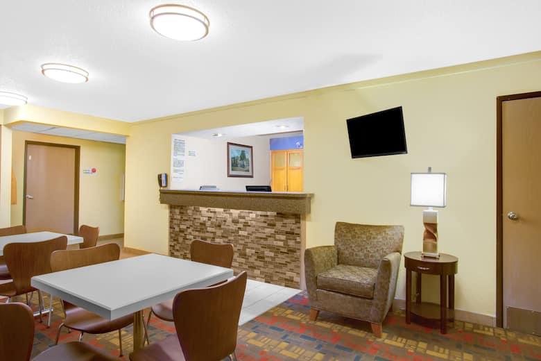 Super 8 Lewisburg Hotel Lobby In West Virginia