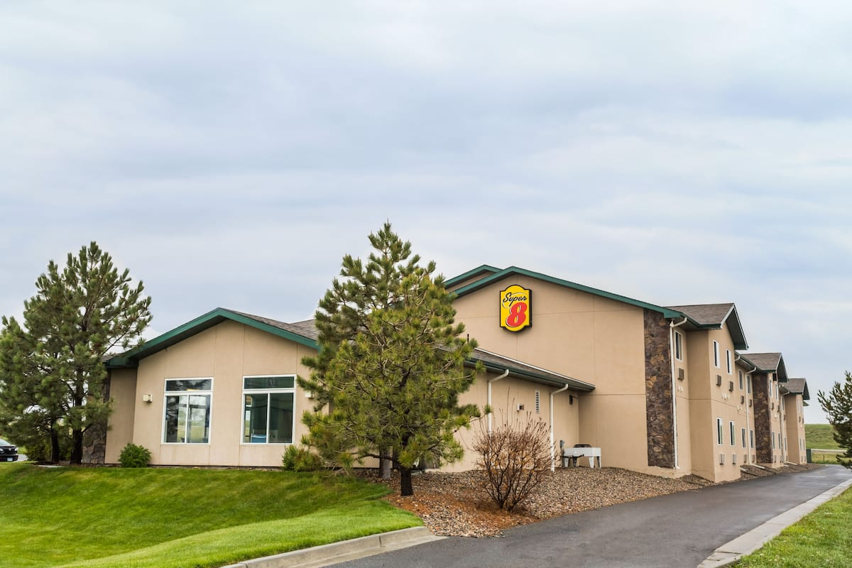 Exterior Of Super 8 Wheatland Wyoming Hotel In