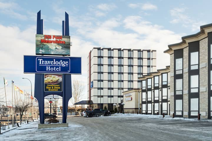 Exterior Of Travelodge By Wyndham Lloydminster Hotel In Alberta