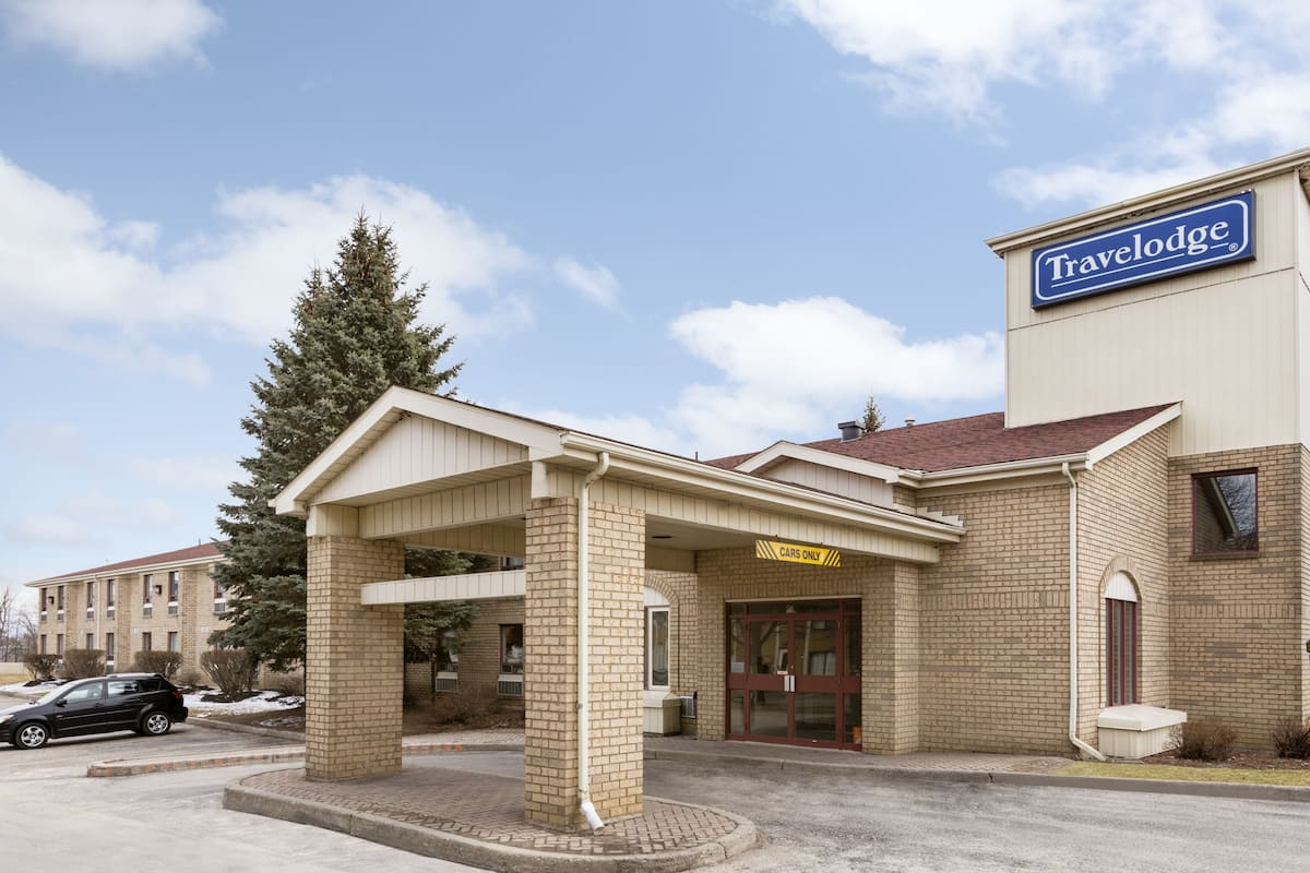 Exterior Of Travelodge By Wyndham Brockville Hotel In Ontario