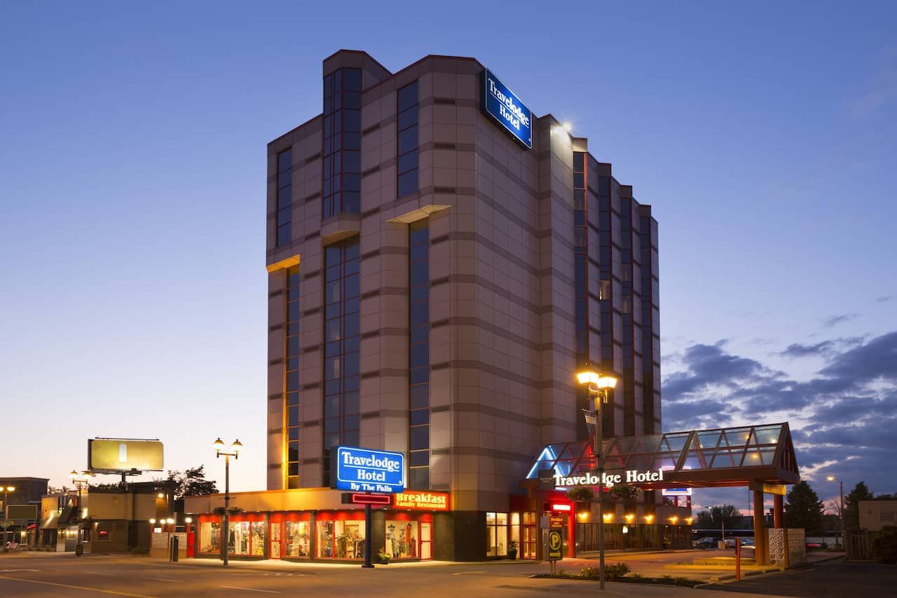 Travelodge Hotel by Wyndham Niagara Falls By the Falls à Niagara Falls, Ontario