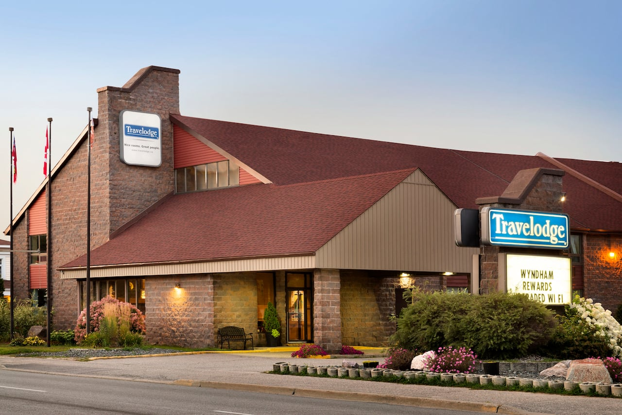 Travelodge by Wyndham North Bay Lakeshore in  North Bay,  Ontario