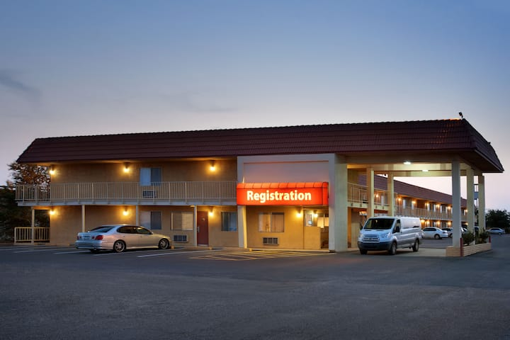 Arizona Exterior Of Travelodge By Wyndham Winslow Hotel In