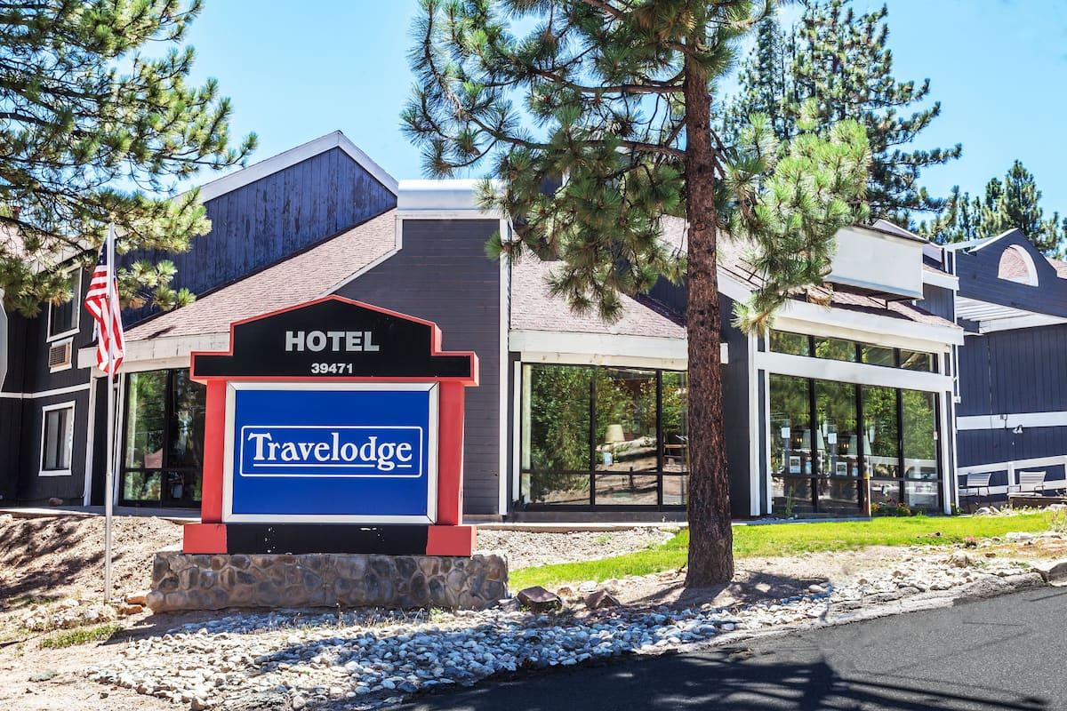 Exterior Of Travelodge Bear Lake Ca Hotel In California