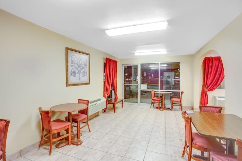 Coalinga Travelodge Hotel Lobby In California