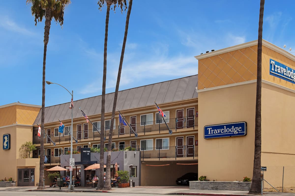 Exterior Of Travelodge Culver City Hotel In California