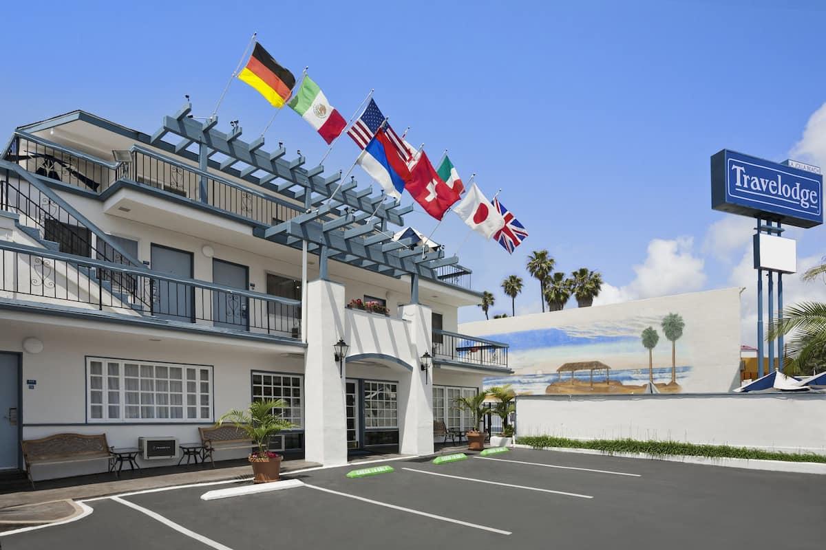 Exterior Of La Jolla Beach Travelodge Hotel In California