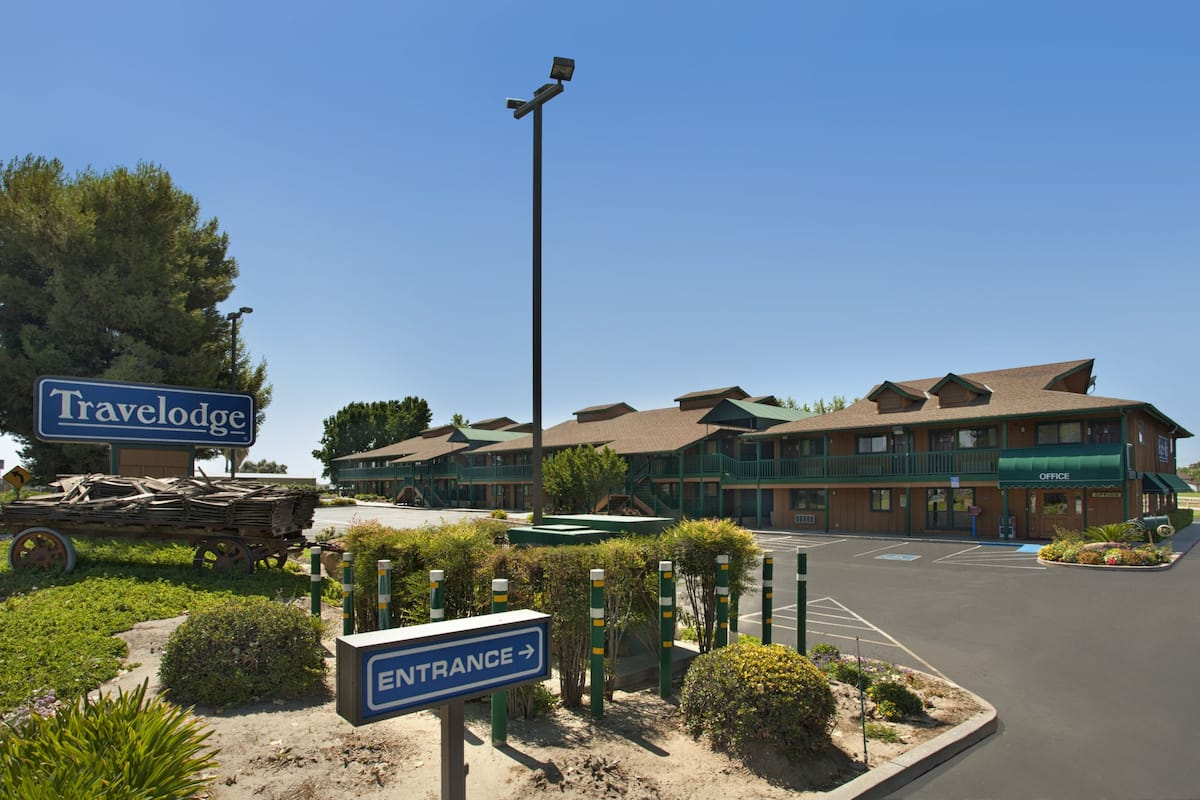 Exterior Of Travelodge Lemoore Near Naval Air Station Hotel In California