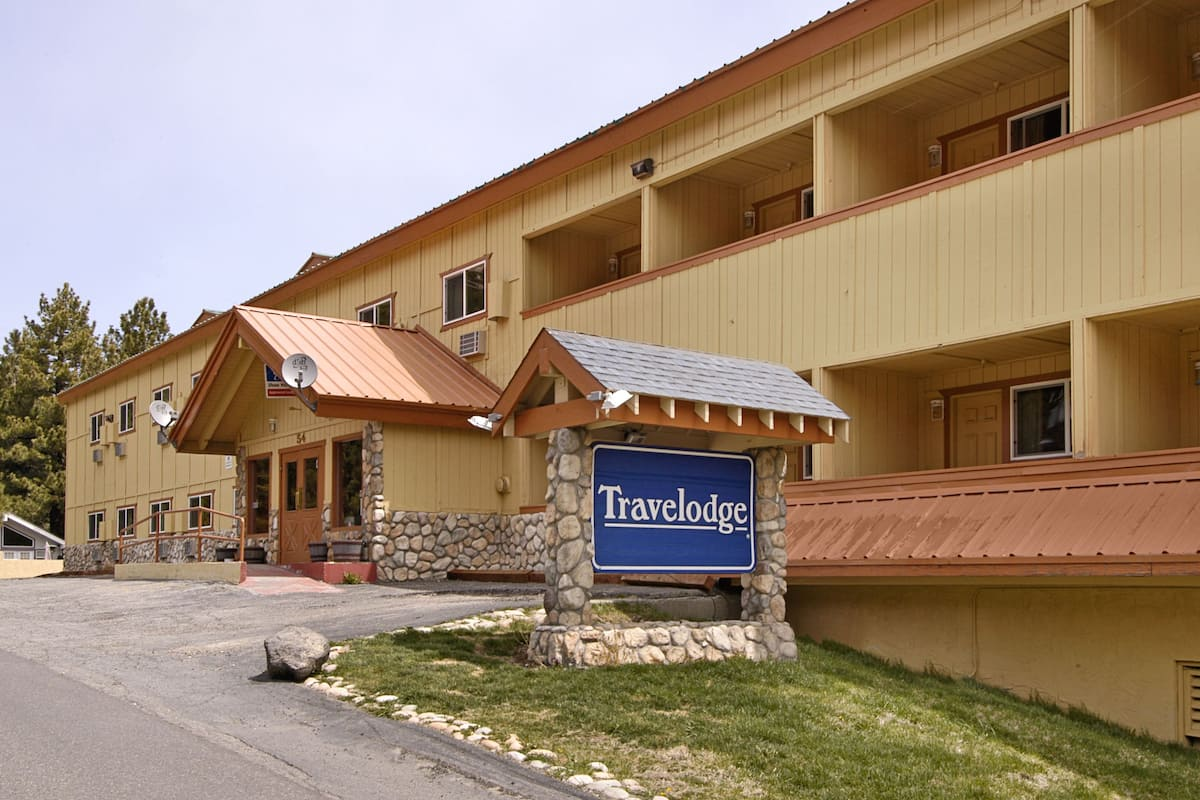 Exterior Of Travelodge Mammoth Lakes Hotel In California