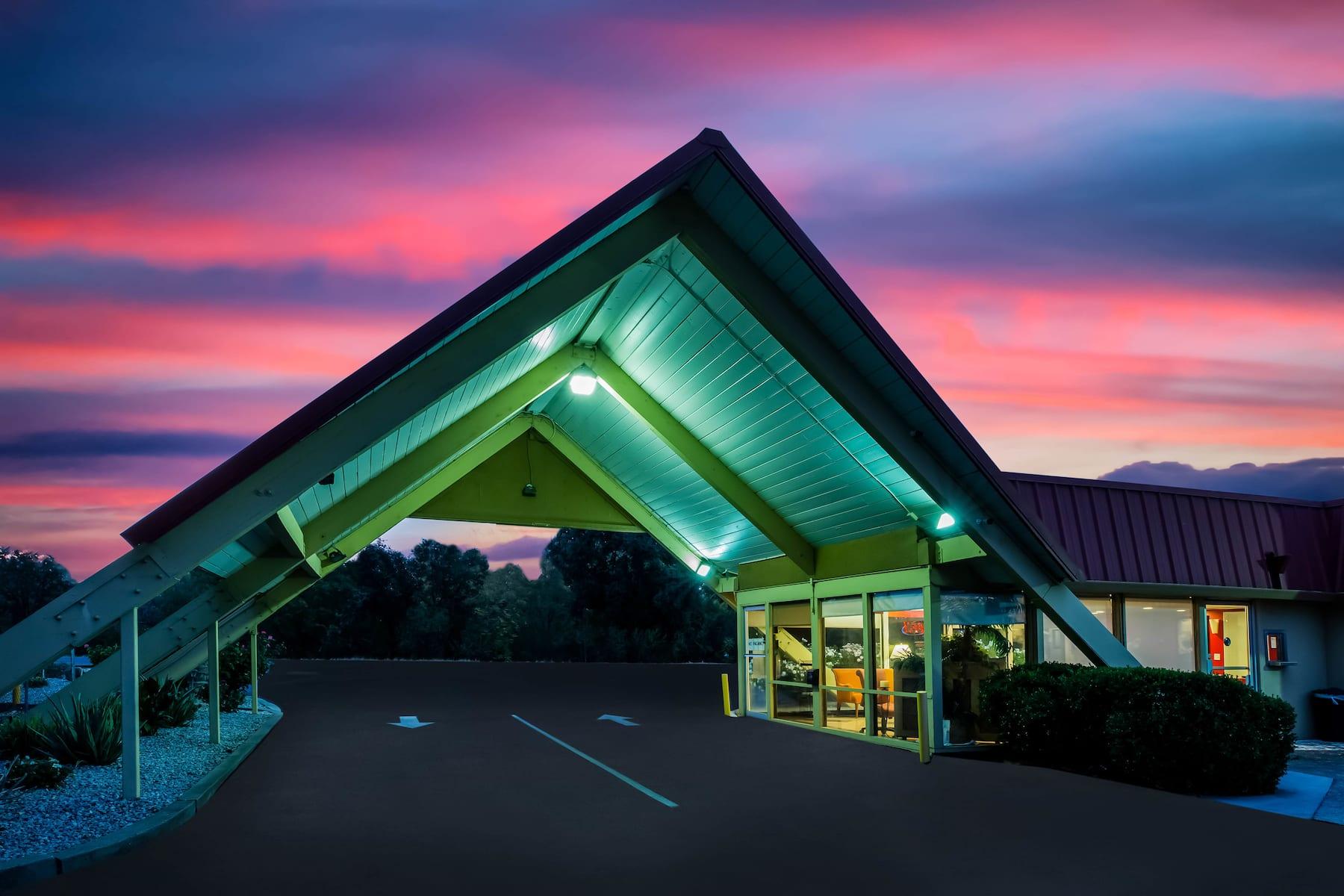 Travelodge by Wyndham Red Bluff   Red Bluff, CA Hotels