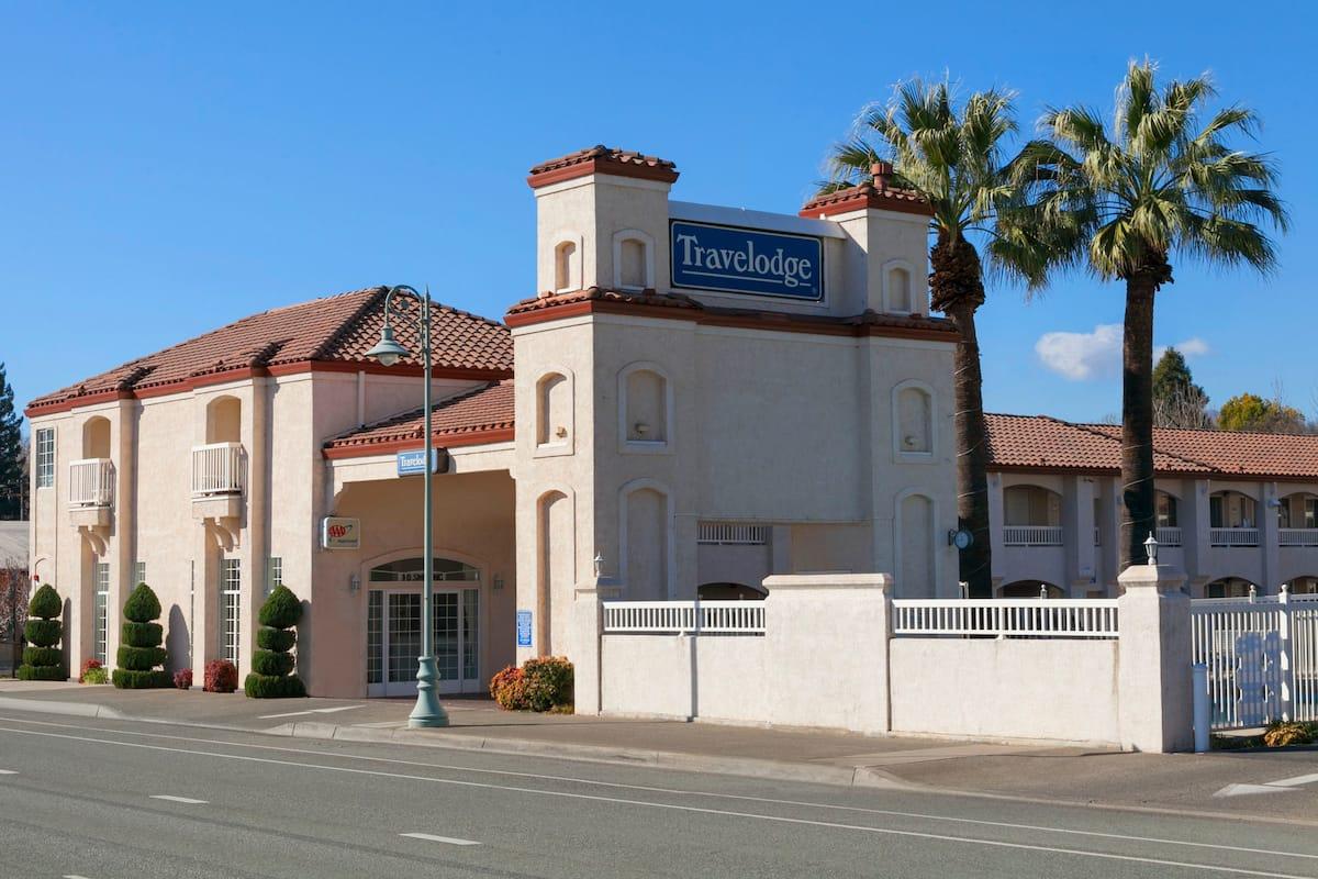Exterior Of Travelodge Redding Ca Hotel In California