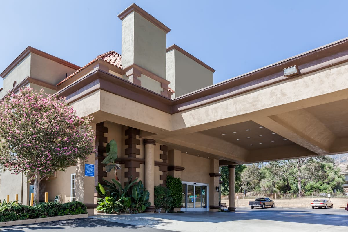 Exterior Of Travelodge Sylmar Ca Hotel In California