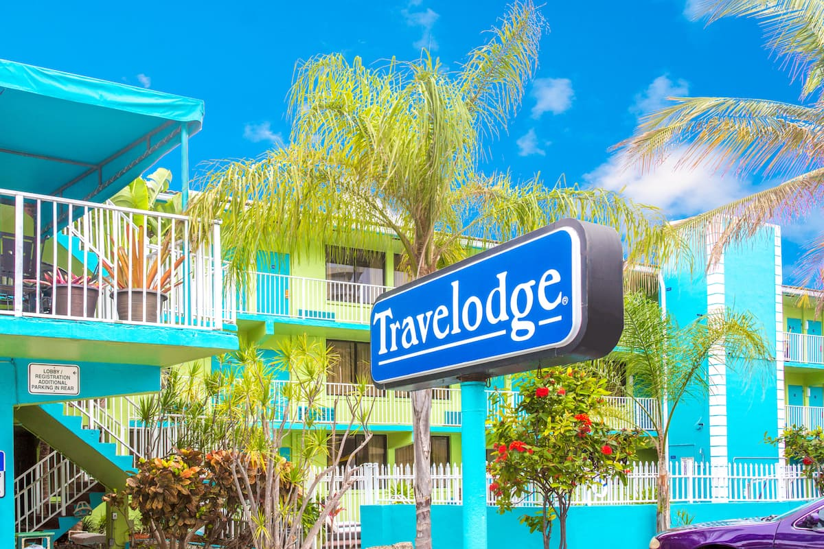 Exterior Of Travelodge Fort Lauderdale Beach Hotel In Florida