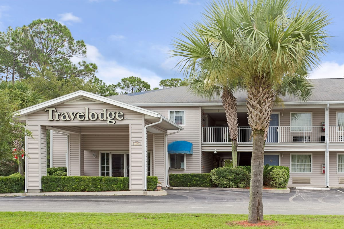 Exterior Of Travelodge Suites Macclenny Hotel In Florida