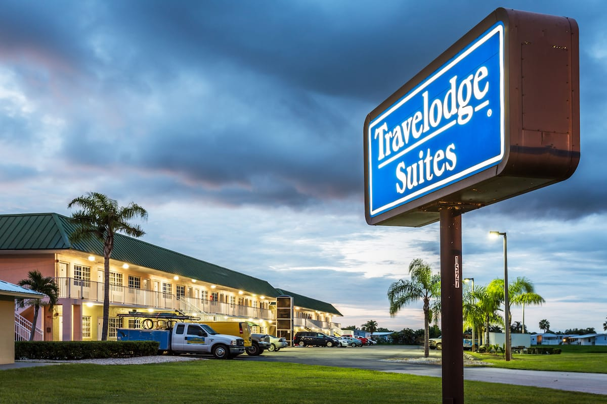 Exterior Of Travelodge Suites Lake Okeechobee Hotel In Florida