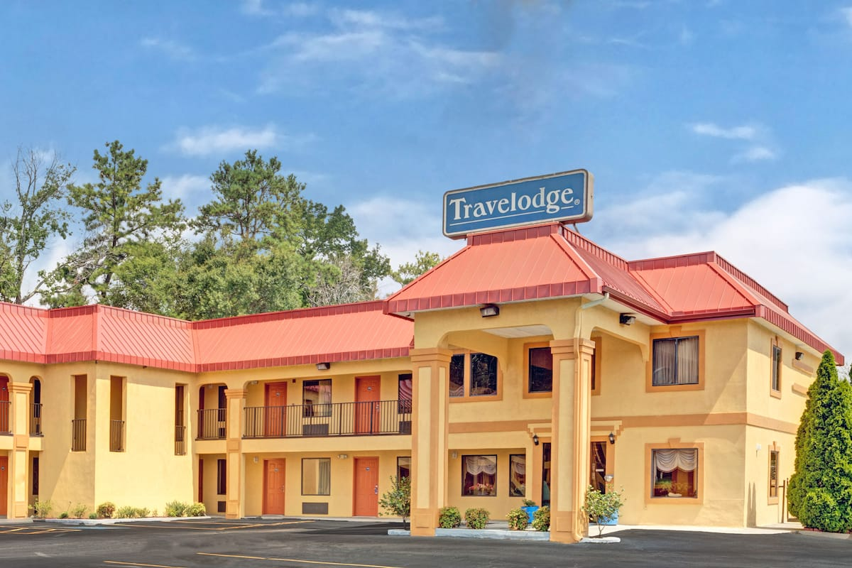 Exterior Of Travelodge By Wyndham Forest Park Atlanta South Hotel In Georgia