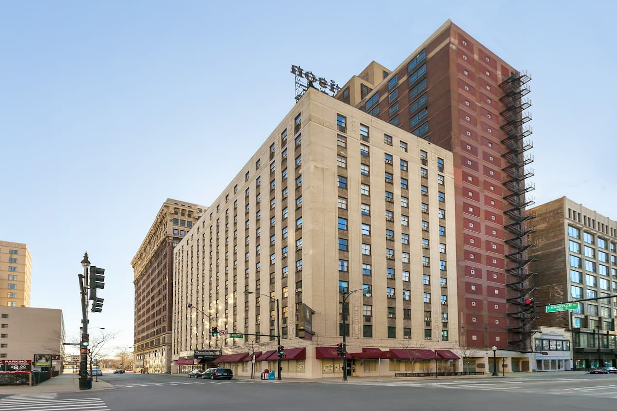 Exterior Of Travelodge Hotel Downtown Chicago In Illinois