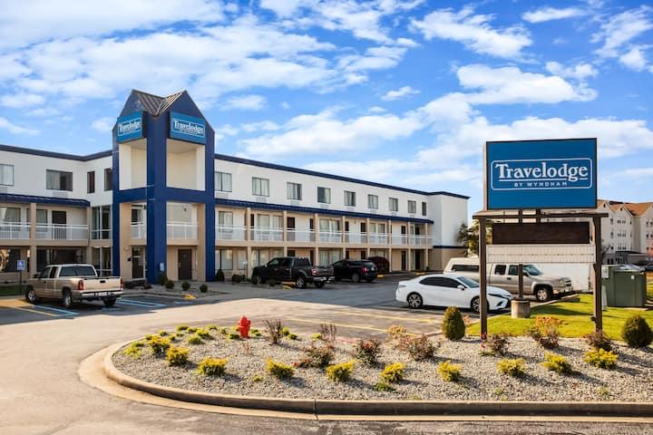 Travelodge By Wyndham Fort Wayne North Fort Wayne In Hotels