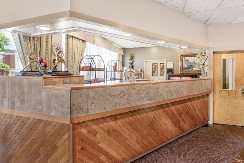 Travelodge By Wyndham Jackson Hotel Lobby In Michigan