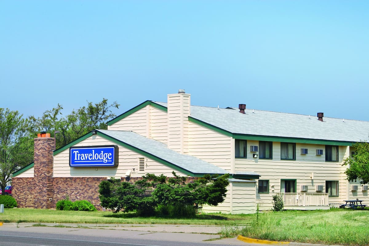 Exterior Of Travelodge By Wyndham Valleyfair Shako Hotel In Minnesota