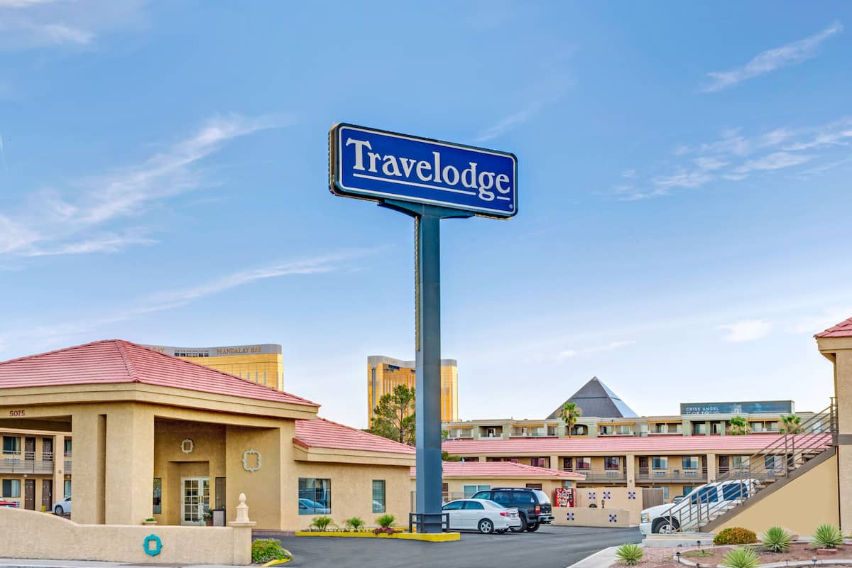 Exterior Of Travelodge Las Vegas Airport North Near The Strip Hotel In