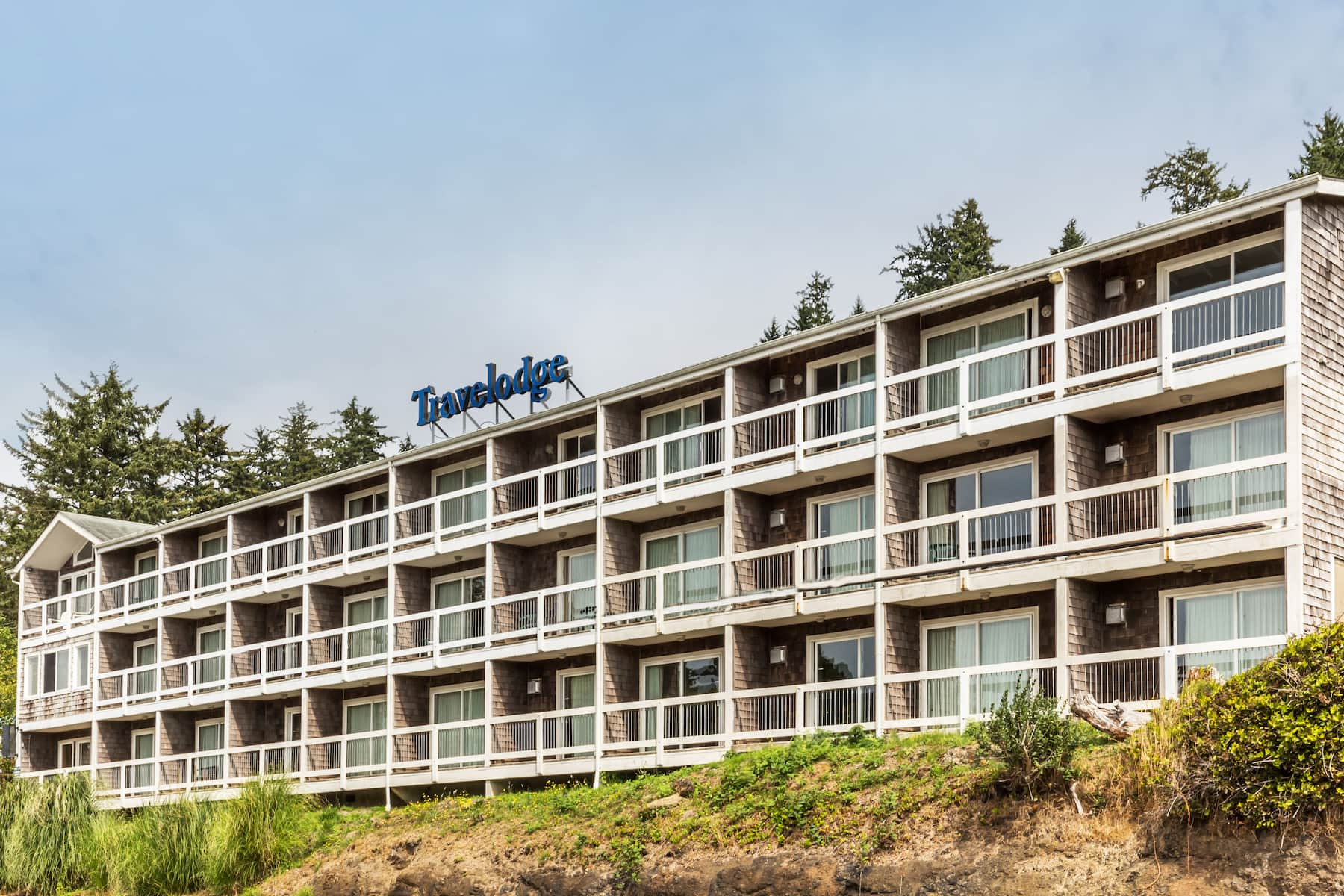 Exterior of Travelodge Depoe Bay hotel in Depoe Bay, Oregon