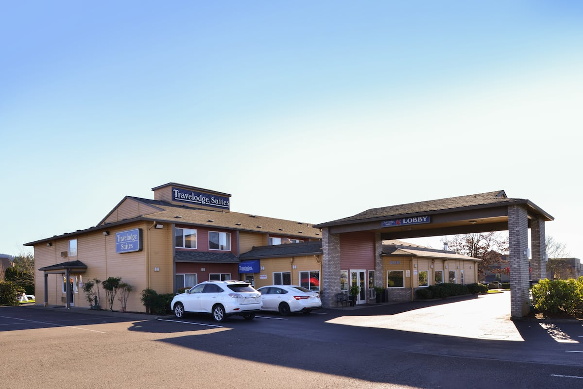 Newberg Travelodge Suites | Newberg Hotels, OR 97132