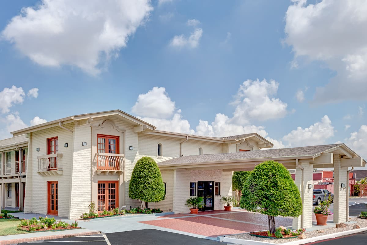 Exterior Of Travelodge North Richland Hills Dallas Fort Worth Hotel In