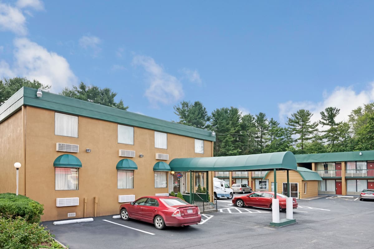Exterior Of Travelodge By Wyndham Beckley Hotel In West Virginia