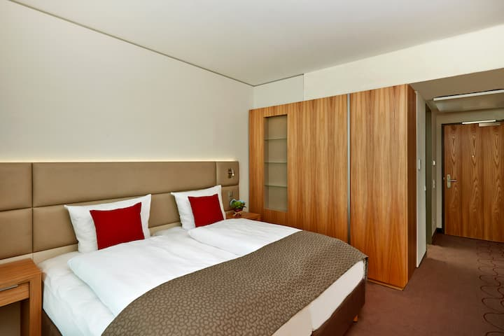 Guest room at the H4 Hotel Muenchen Messe in Munich, Other than US/Canada