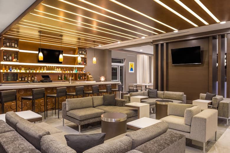 Bar At Wingate By Wyndham Miami Airport In D Florida