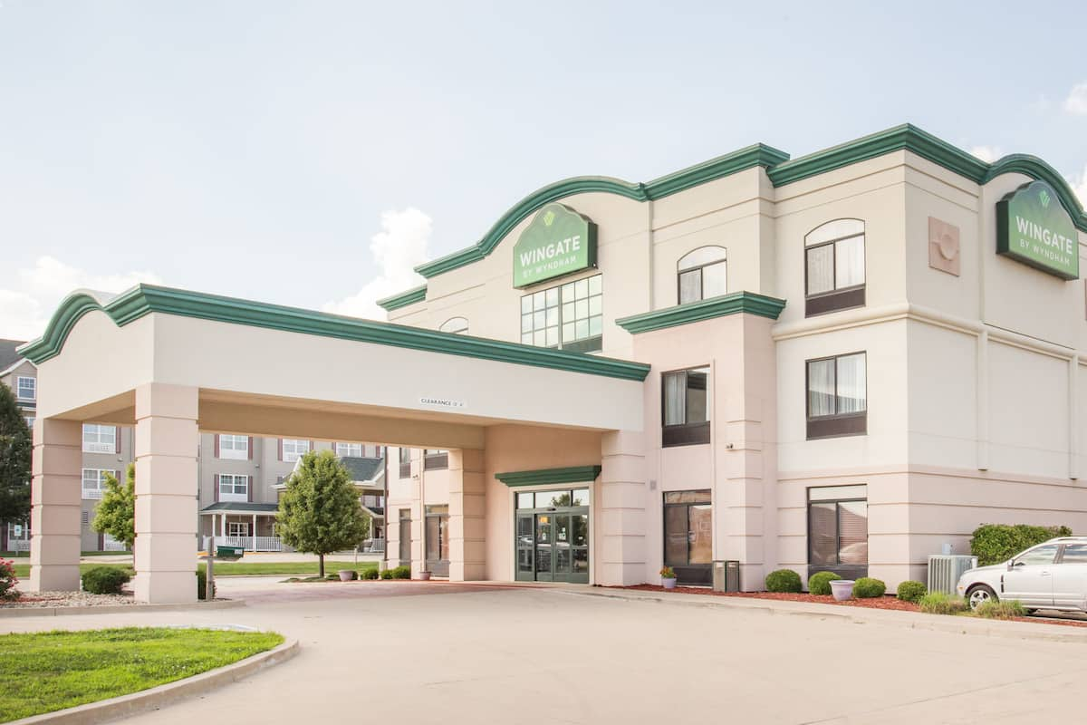 Exterior Of Wingate By Wyndham Champaign Hotel In Illinois