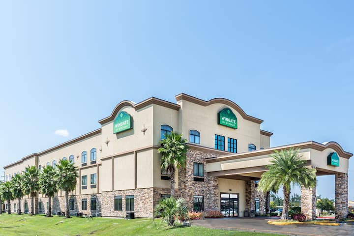 exterior of wingate by wyndham lake charles casino area hotel in lake charles louisiana - Olive Garden Lake Charles