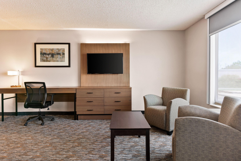 Wingate By Wyndham Cincinnatiblue Ash Cincinnati Oh Hotels