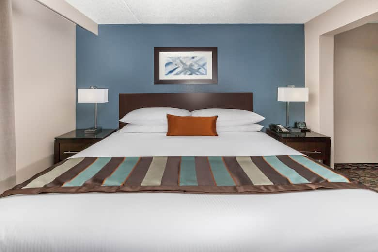Guest Room At The Wingate By Wyndham Sylvania Toledo In Ohio