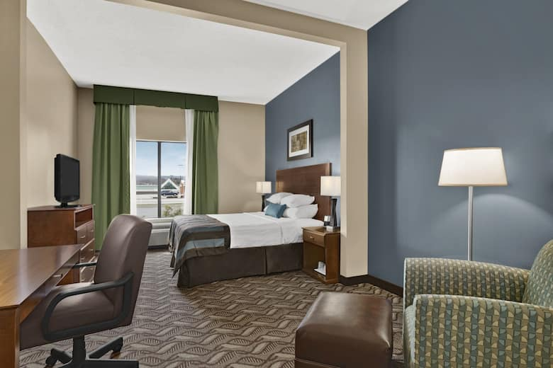 Guest Room At The Wingate By Wyndham Latrobe In Pennsylvania