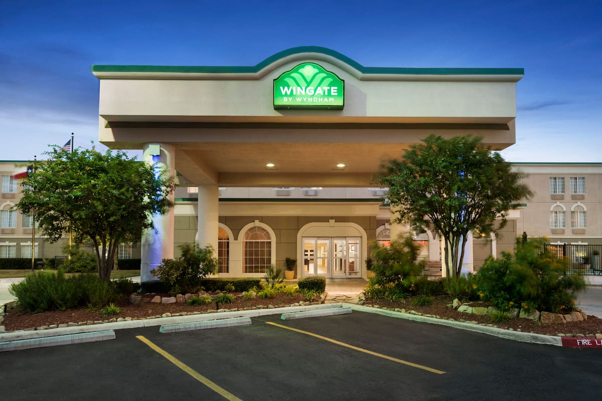 Exterior Of Wingate By Wyndham San Marcos Hotel In Texas