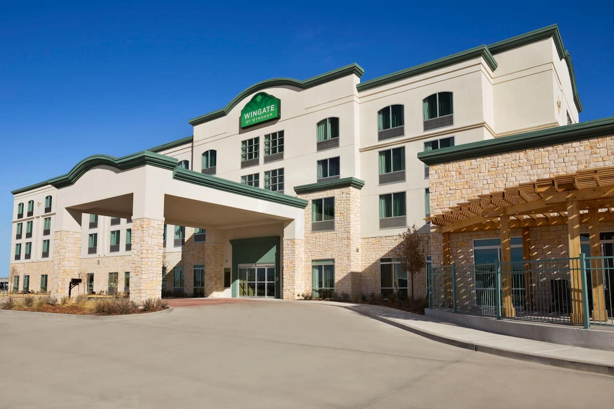 Exterior Of Wingate By Wyndham Seminole Hotel In Texas