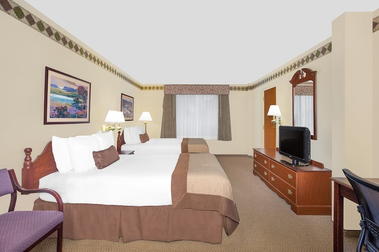 Guest Room At The Wingate By Wyndham Green Bay Airport In Wisconsin